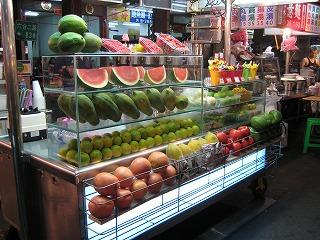 夜店の果物屋さん